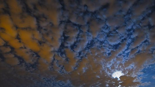 Cover Image for Clouds Moon