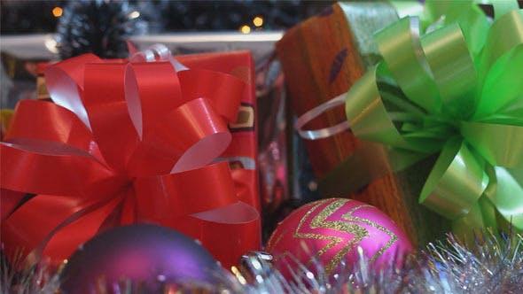 Thumbnail for Weihnachtsgeschenke und Kerzen