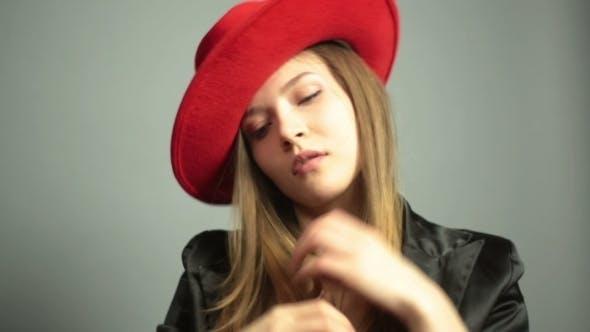 Thumbnail for Modell mit perfekter Figur und langem Haar