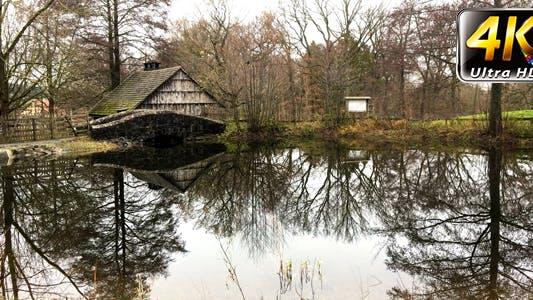 Thumbnail for Kleine Schuppen und See in Natur und Baum Reflexion