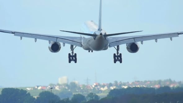 Cover Image for Airbus 330 Landing