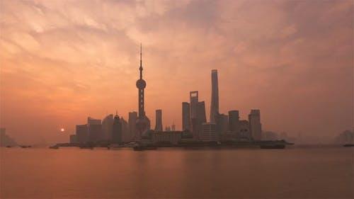 Sonnenaufgang über der Stadt vom Bund aus gesehen