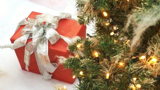 Thumbnail for Weihnachten Neujahr Geschenkbox Imitation Schnee und Baum mit Lichtern