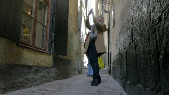 Thumbnail for Couple In The Narrowest Street Of Old Town