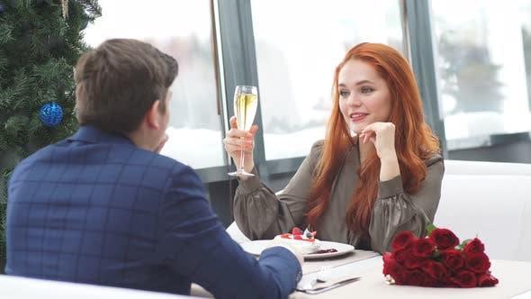 Couple Caucasien Célébrent leur anniversaire