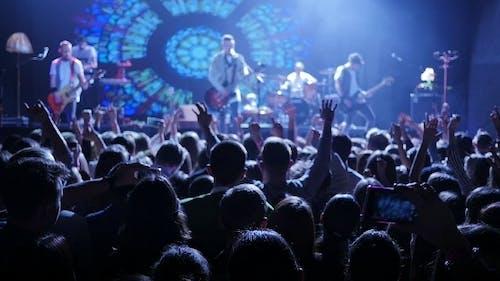 Konzert Crowd Jumping
