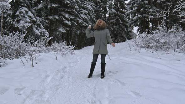 Cover Image for Girl Makes and Throws Snowball