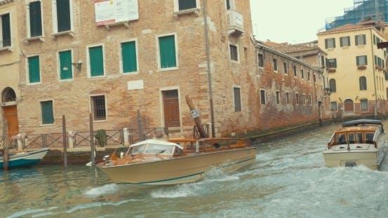 Thumbnail for touristische boote segeln auf kanal von Venedig