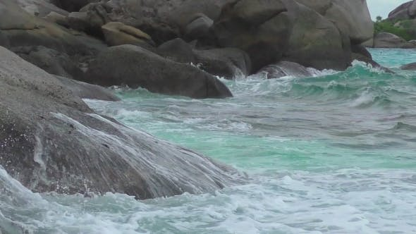 Cover Image for Turquoise Rolling Wave, Slow Motion
