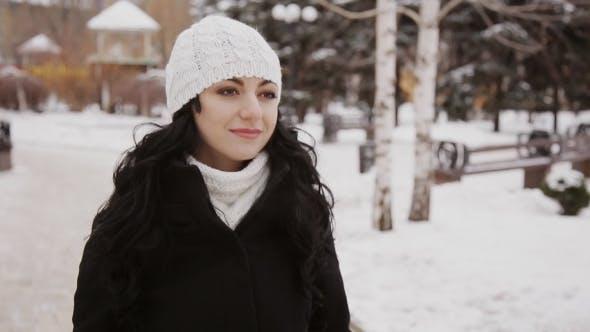 Thumbnail for Schön Mädchen Ist In Winter Park
