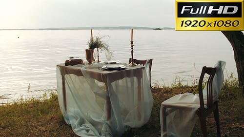 Decorating Romantic Place For Couple Dating Near The Water
