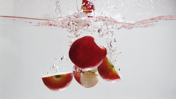 Cover Image for Apples Fall into Water