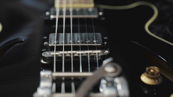 Thumbnail for Musikinstrument Ausrüstung. E-Gitarrenkoffer Vintage-Design