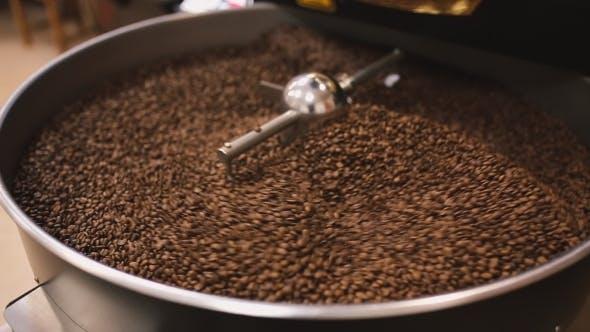 Thumbnail for Röstung von Kaffee in der Kaffeemaschine.