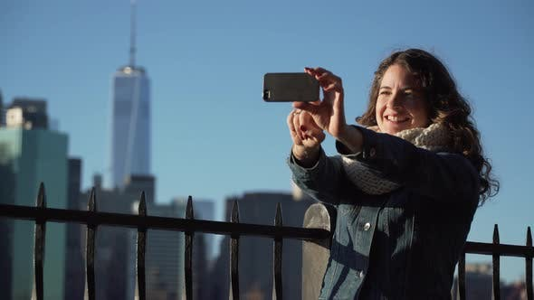 Cover Image for A Beautiful Woman Taking Selfies, Nyc Skyline In Background 3