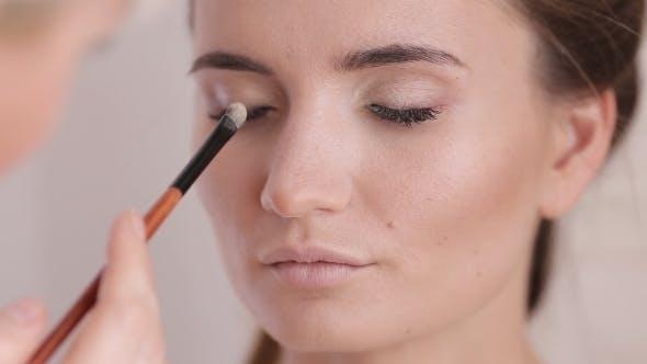 Makeup Artist Makes a Girl Beautiful Makeup