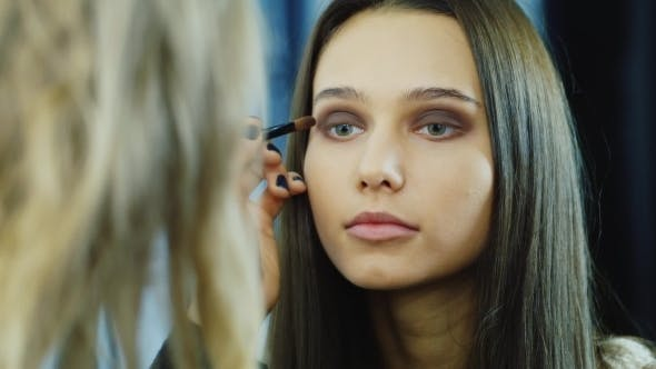 Cover Image for Young Woman Apply Makeup Around The Eyes
