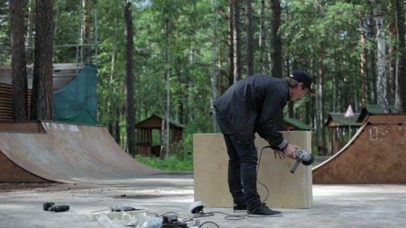 Thumbnail for Carpenter Finished The Figure For Skatepark