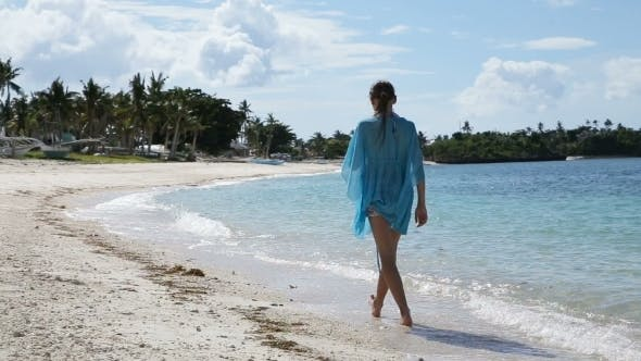 Cover Image for Young Girl Walks Along The Beach.