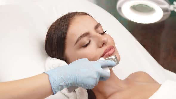 Lovely Feamle Receiving Skin Theraphy on Her Chin