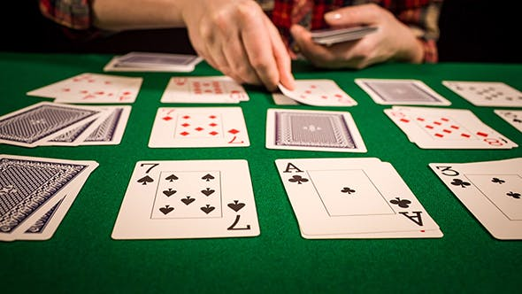 Cover Image for Playing Solitaire