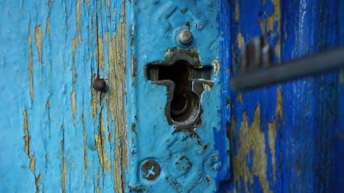 Man Opens Keyhole Key