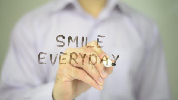 Jeden Tag lächeln
