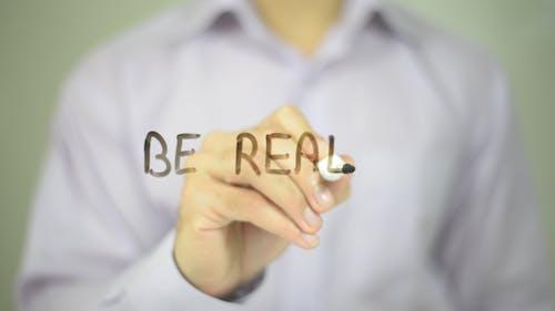 Seien Sie real