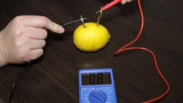 Cover Image for Lemon Battery and Keys
