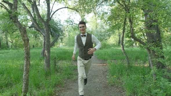 Cover Image for Happy Boy Running In The Park.