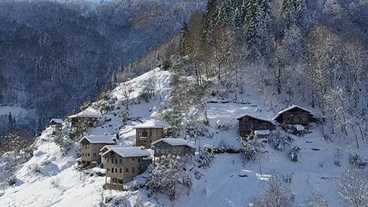 Cover Image for Winter in the Mountain Village