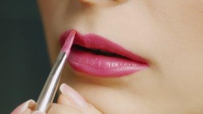 Apply Lipstick On Lips