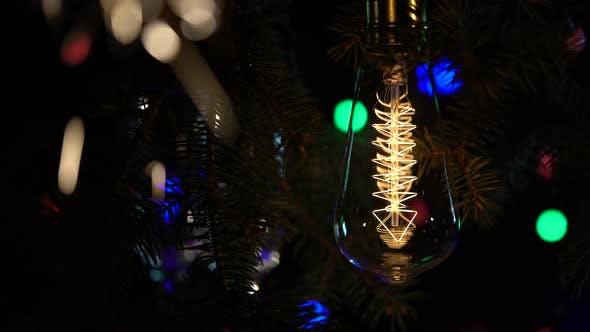 Thumbnail for Wunderkerzen sind vor dem Hintergrund der Glühbirnen Flashy Taschenlampen Hintergrund beleuchtet