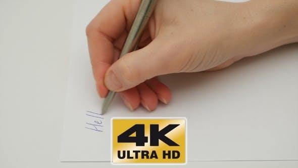 Thumbnail for Weibliche Hand schreibt meine Liebe Freund auf dem Papier