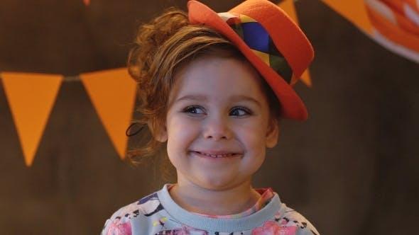 Thumbnail for Little lächelnd Niedlich Mädchen