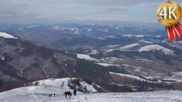 berglandschaft mit dem retro ski lift bewegen