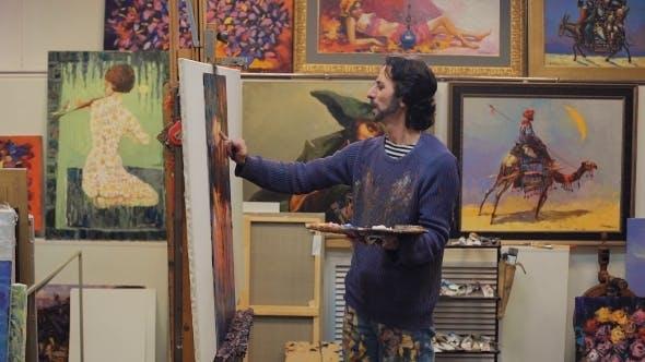 Thumbnail for porträt eines künstlers malerei auf staffelei.