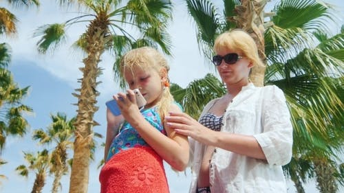 Mom Punishes Daughter Sunscreen