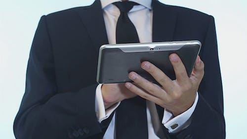 Geschäftsmann mit Touchpad