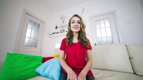 Thumbnail for glücklich Schönheit Frau Mit Ein Video Chat