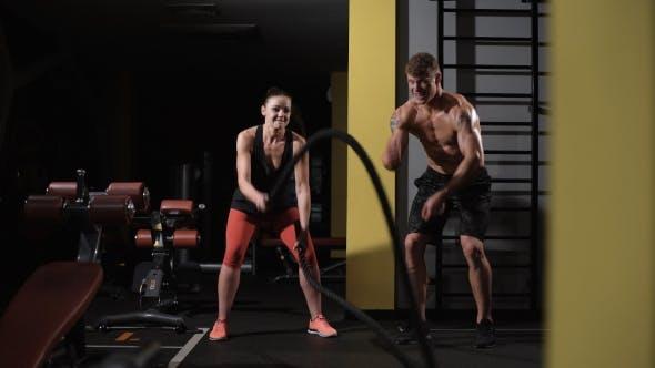 Bodybuilder Teaches Exercise His Girlfriend
