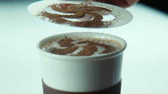 Thumbnail for Weiblich macht Kaffee Kunst Dekoration Mit Blatt