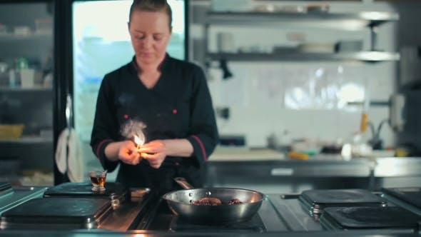 Cover Image for Flambe Food In Pan