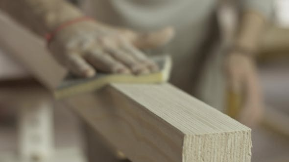Professional Carpenter Polish Wooden Board Surface By Special Sponge