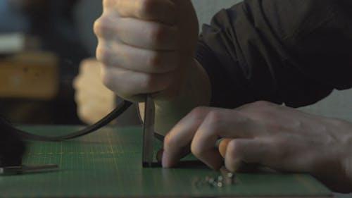 Craftsman Cuts Off The Edges