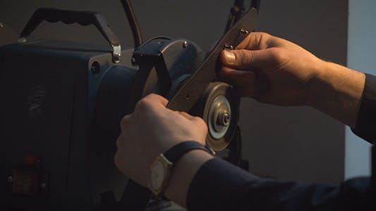 Craftsman Polish Edges Of Leather Belt