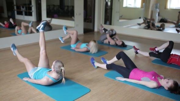 Thumbnail for Alternating Leg Lifting Exercise