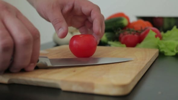 Thumbnail for Chef Hand und Messer Slicing Tomate