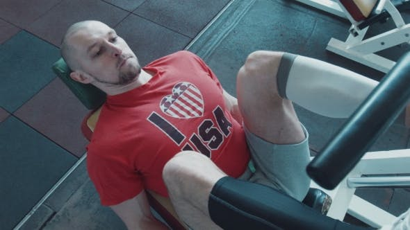 Thumbnail for Athlete Does Workout For Legs