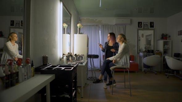 Thumbnail for Bild von Arbeitstag im Schönheitssalon
